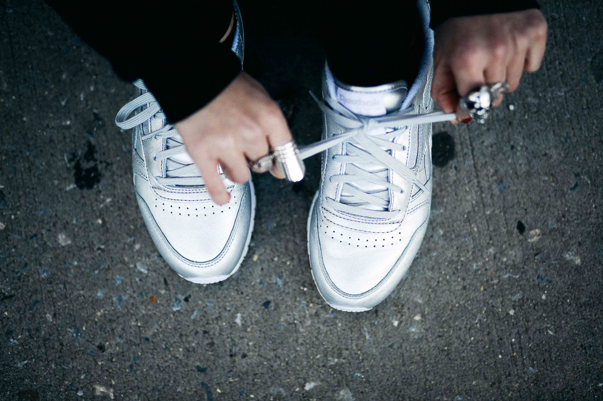 Le Happy wearing Reebok silver sneakers
