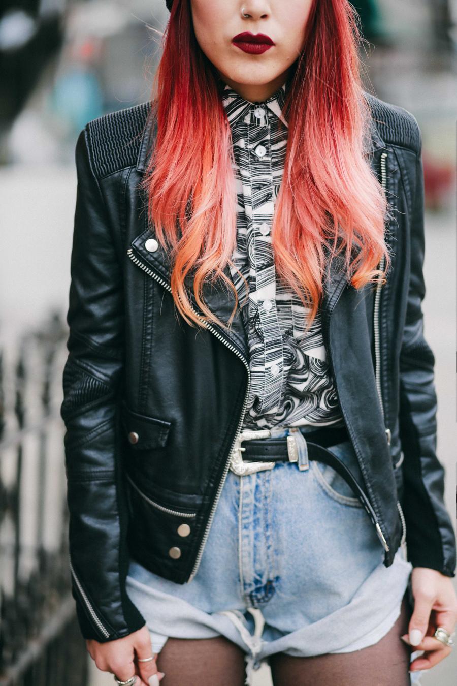 Le menanggung senang celana pendek denim vintage dan biker jacket